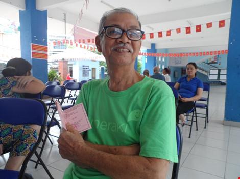 Cụ bà 107 tuổi đến tận điểm bầu cử để bỏ phiếu - 2