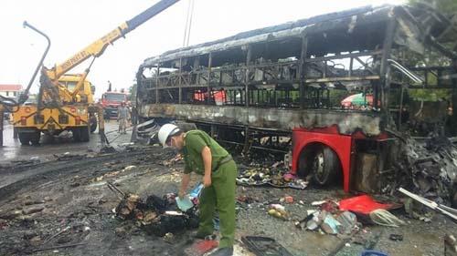 Hé lộ hồ sơ 3 xe đâm nhau bốc cháy tại Bình Thuận - 1