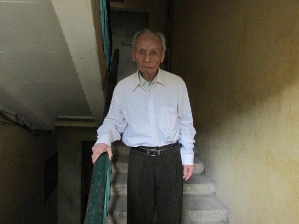 """Cụ ông 94 tuổi tham dự đủ 14 """"mùa bầu cử"""" - 1"""