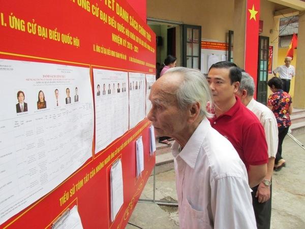 """Cụ ông 94 tuổi tham dự đủ 14 """"mùa bầu cử"""" - 3"""