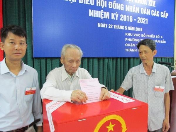 """Cụ ông 94 tuổi tham dự đủ 14 """"mùa bầu cử"""" - 5"""