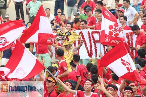 Fan Hải Phòng tạo không khí cuồng nhiệt ở Thanh Hóa - 11