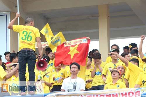 Fan Hải Phòng tạo không khí cuồng nhiệt ở Thanh Hóa - 7