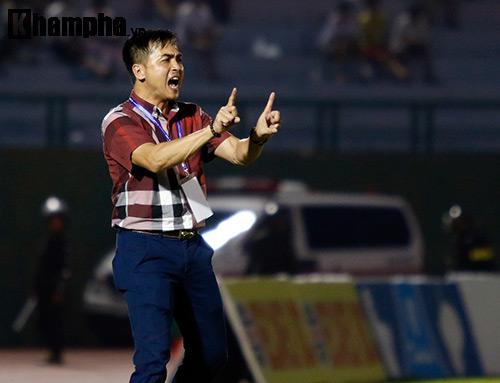 HLV Nguyễn Đức Thắng bị đuổi vì phản ứng trọng tài - 6
