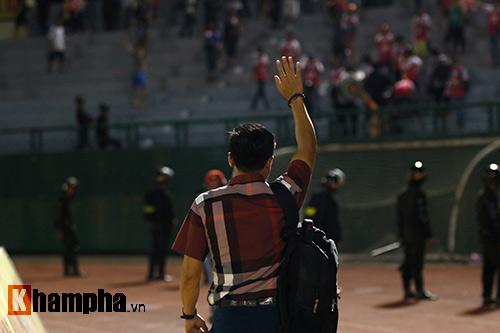 HLV Nguyễn Đức Thắng bị đuổi vì phản ứng trọng tài - 10