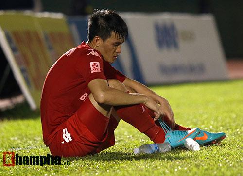 HLV Nguyễn Đức Thắng bị đuổi vì phản ứng trọng tài - 5