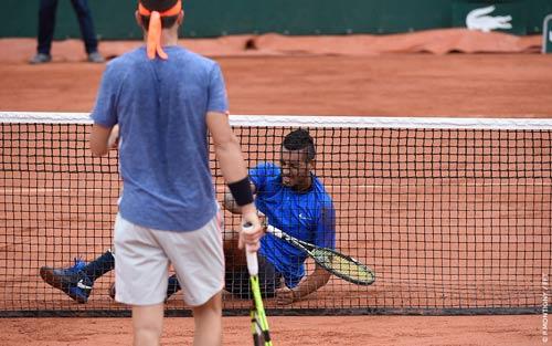 Roland Garros ngày 1: Kyrgios khởi đầu vất vả, hoãn trận Nishikori - 2