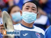 Bóng đá - Đeo khẩu trang xem bóng đá độc nhất vô nhị ở Cẩm Phả