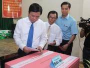 Tin tức trong ngày - TP HCM: Bí thư Đinh La Thăng đi bầu cử từ sáng sớm