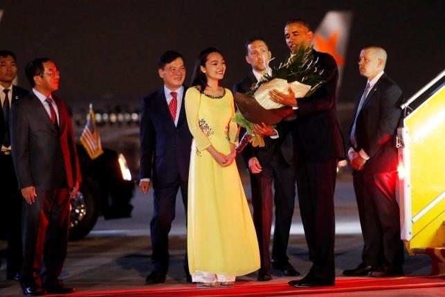 """Khoảnh khắc ông Obama rời Không lực một, lên """"quái thú"""" - 11"""