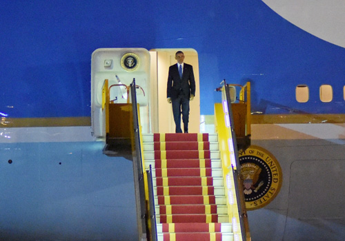 """Khoảnh khắc ông Obama rời Không lực một, lên """"quái thú"""" - 9"""
