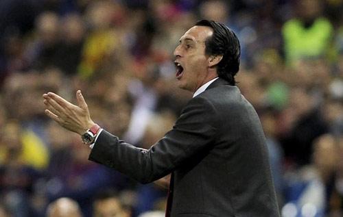 Enrique đá xoáy báo giới, Suarez khóc vì chấn thương - 2