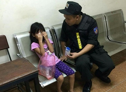 Đưa con gái 6 tuổi đi chơi để ngụy trang mua ma túy - 2
