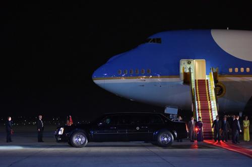 Hơn 40 chiếc xe chở Tổng thống Mỹ trên đường phố Hà Nội - 1