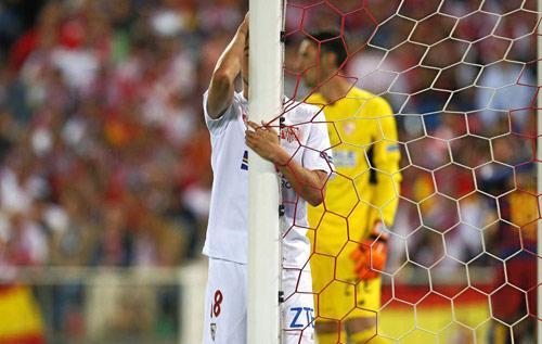 Barca mừng công: Messi hôn vợ, Pique cắt lưới - 3