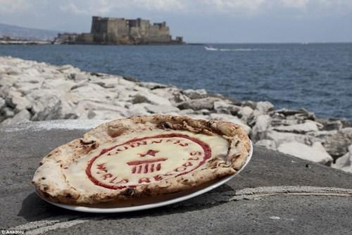 Choáng với chiếc bánh pizza dài hơn 1,8km - 11