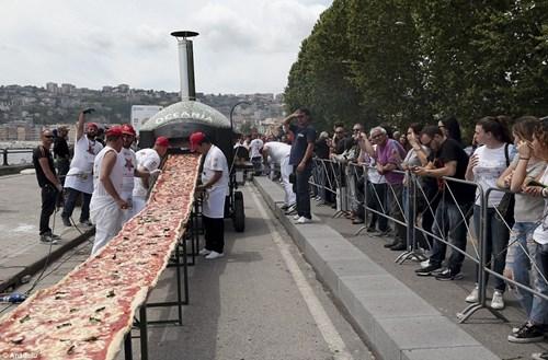 Choáng với chiếc bánh pizza dài hơn 1,8km - 4