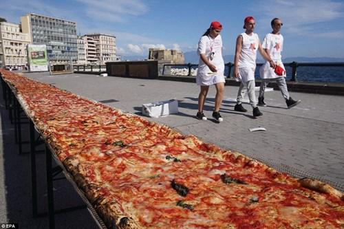 Choáng với chiếc bánh pizza dài hơn 1,8km - 6