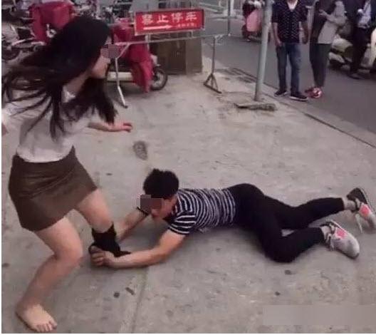 Cô gái bị tụt quần tất giữa đường vì muốn chia tay - 4