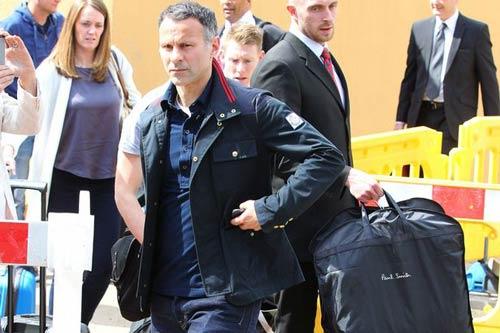 Mourinho đến, Giggs thu xếp hành lý tạm biệt MU - 1