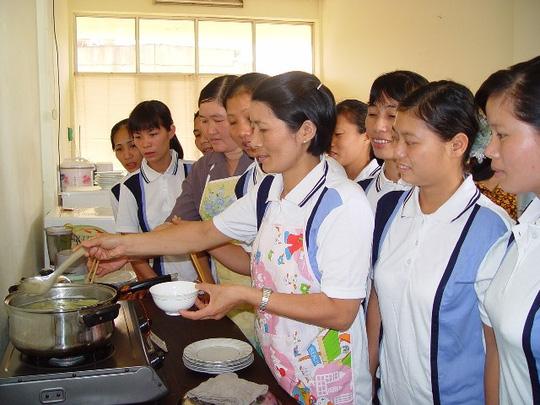 Không được lạm thu khi đưa lao động sang Đài Loan - 1