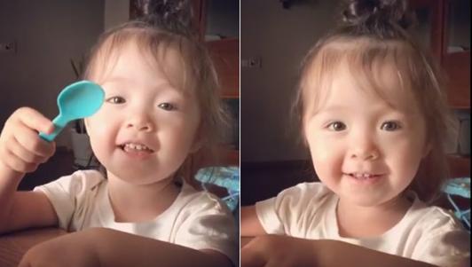 Clip con gái Elly Trần trò chuyện cùng mẹ cực yêu