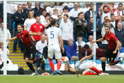 ĐT Anh: 1 bàn thua, 6 sai lầm - 2