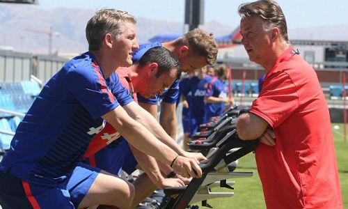 Van Gaal bị sa thải, fan MU mừng như mở hội - 9