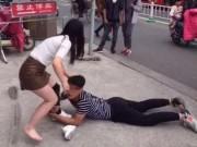 Bạn trẻ - Cuộc sống - Cô gái bị tụt quần tất giữa đường vì muốn chia tay