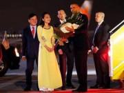 Bạn trẻ - Cuộc sống - 9X xinh đẹp vinh dự tặng hoa cho Tổng thống Obama