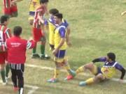 Bóng đá - SỐC: Cầu thủ chết bất thường trên sân sau va chạm