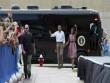 Soi xe bus chống đạn tháp tùng Tổng thống Obama