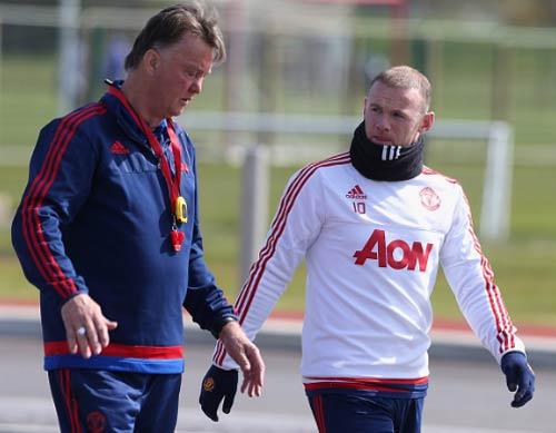 MU: Mourinho báo cho Van Gaal biết quyết định sa thải - 3