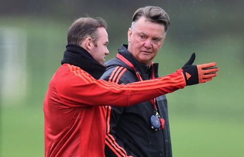 MU: Mourinho báo cho Van Gaal biết quyết định sa thải - 2