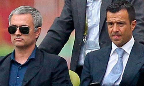 """MU bị thao túng bởi """"siêu cò"""" của Mourinho? - 1"""