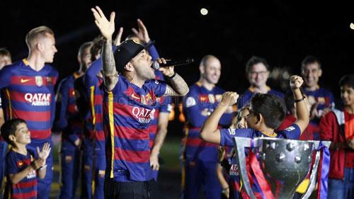 Barca mở tiệc mừng đại công, Neymar nói hạnh phúc - 7