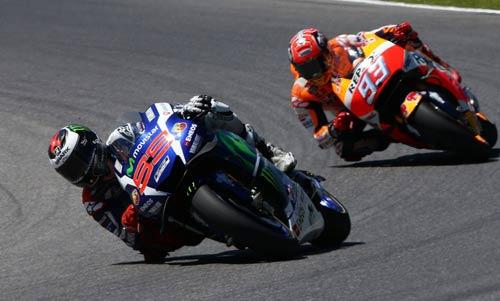 MotoGP: Hoàng đế ngã ngựa, hoàng tử thua đau - 2