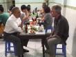 Xuống phố giản dị mà thu hút như Tổng thống Obama