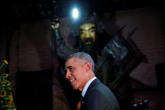 Tổng thống Mỹ Barack Obama Barack thăm chùa Ngọc Hoàng - 3