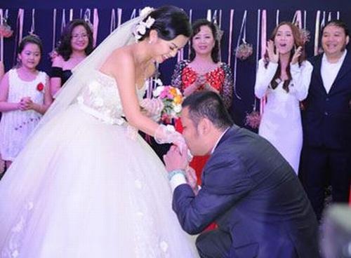 Những người đẹp Việt được người yêu quỳ gối cầu hôn - 3