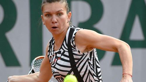 """Roland Garros: Trang phục """"Ngựa vằn"""" xấu điên đảo - 1"""