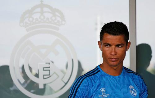 Ronaldo đánh giá cao Mourinho, chê Van Gaal - 2