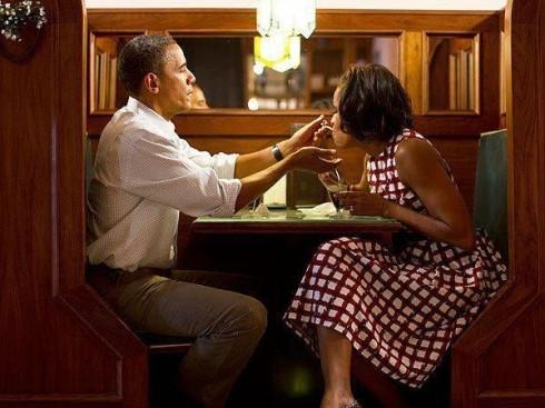 """Đừng """"ghen"""" với hạnh phúc của TT Obama và vợ - 1"""