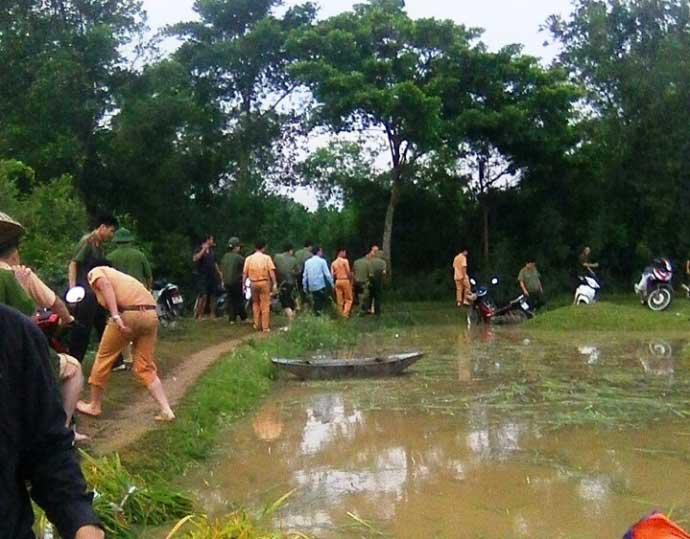 CSGT lội ruộng, ngâm mình cứu lúa trong nước lũ - 8