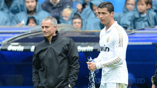 Ronaldo đánh giá cao Mourinho, chê Van Gaal - 1