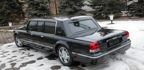 Sốc với giá bán mẫu xe siêu sang của Tống thống Nga - 1