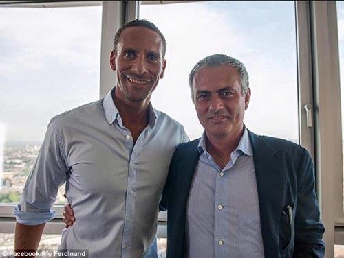 Mourinho - MU: Cái bắt tay của quỷ - 1