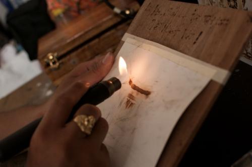 9X dùng giấy đốt vẽ tranh tặng Tổng thống Obama - 2