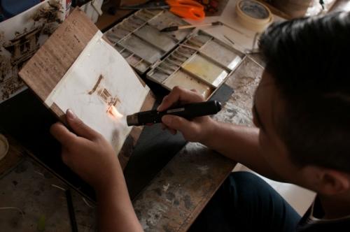 9X dùng giấy đốt vẽ tranh tặng Tổng thống Obama - 3