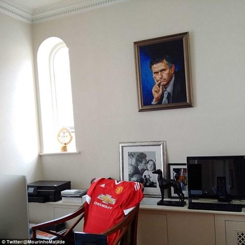 CHÍNH THỨC: Mourinho trở thành HLV trưởng MU - 4